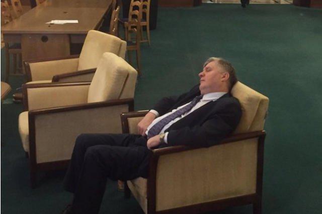 Krzysztof Jurgiel, minister rolnictwa i rozwoju wsi, nie wytrzymał nocnych głosowań.