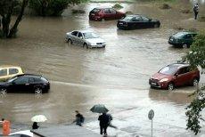 Ciekawe, ile tym razem wojsku zajmie przyjazd. Prezydent zalanego po ulewach Elbląga prosi o pomoc żołnierzy. Na zdjęciu z profilu Info Meteo - Elbląg można zobaczyć, jak wygląda w mieście Plac Grunwaldzki.