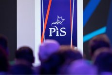 Radny PiS z Wołomina miał próbować załatwić pracę samorządowiec z konkurencyjnego klubu w zamian za zmianę barw - na PiS.