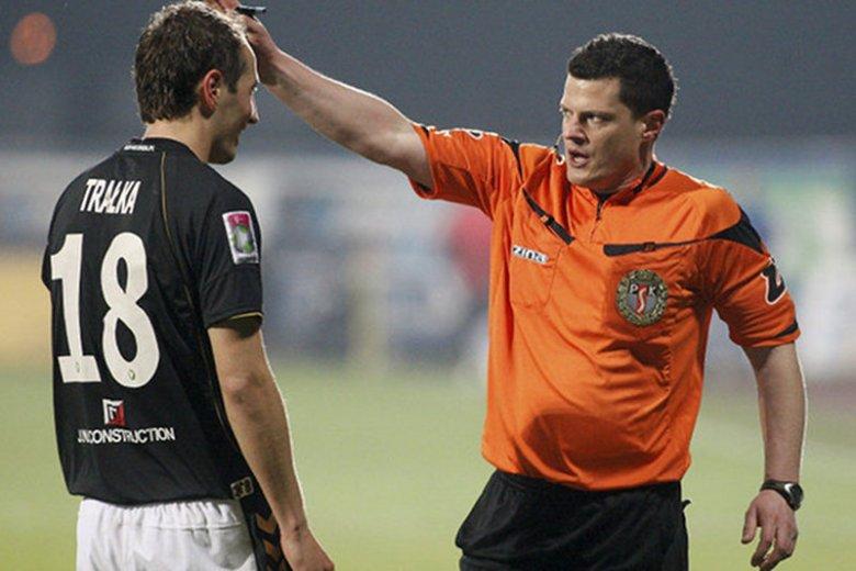 Tomasz Musiał jest kolejnym sędzią, który został odsunięty od prowadzenia meczów w polskiej ekstraklasie.