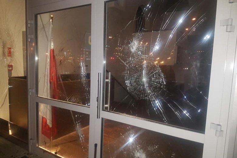 Policja ustala przebieg zdarzeń oraz sprawców napadu na Ośrodek Kultury Muzułmańskiej na warszawskiej Ochocie.