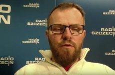 Tomasz Duklanowski z Radia Szczecin, jeden z autorów publikacji o mieszkaniu Stanisława Gawłowskiego.
