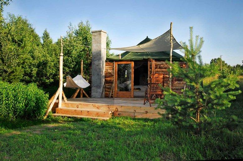 Na oko ni to domek, ni to namiot... Wejdź, a z trudem stąd wyjdziesz.  Glendoria Camp to typowe wygody dla hotelu, ale też nieskrępowany kontakt z przyrodą. Idealne połączenie.