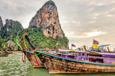 Najczęstszym pytaniem turystów z Polski przed podróżą do Tajlandii jest – czy muszę mieć wizę? Jeśli nasz pobyt w tym kraju nie będzie dłuższy niż 30 dni, wówczas nie istnieje konieczność wyrobienia wizy