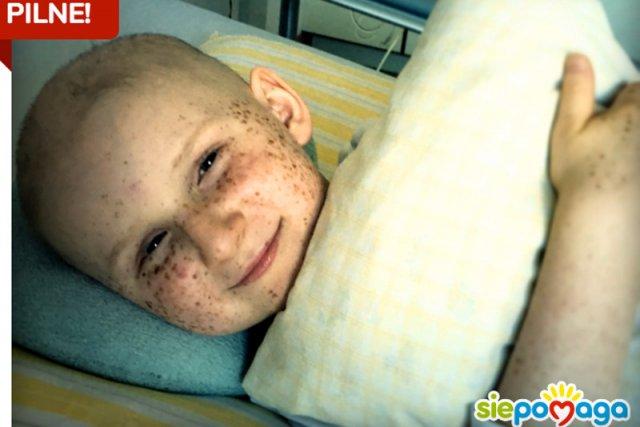 Jędrzej walczy z chorobą, a fundacja Siepomaga z czasem. Trzeba zebrać jeszcze 100 tysięcy złotych, został jeden dzień.