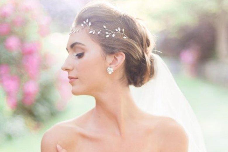 Opaska zamiast welonu też bardzo dobrze sprawdzi się na ślubie