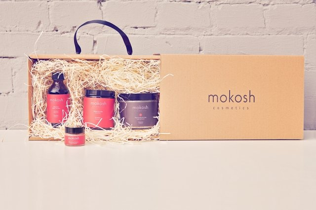 Zestawy kosmetyczne młodych, polskich marek mogą być świetną alternatywą do masowych produktów i szansą na odkrycie kosmetycznej perełki. Na zdjęciu zestaw marki Mokosh.