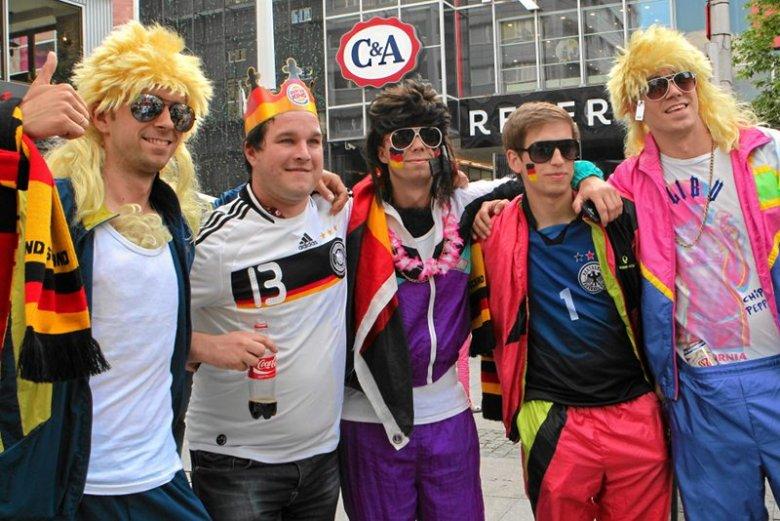 Niemieccy kibice na ulicach Warszawy podczas EURO 2012.