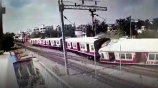 Czołowe zderzenie pociągów w Indiach