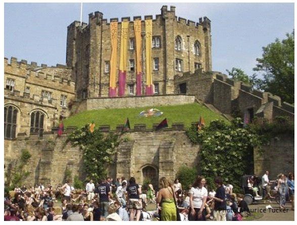 Durham Castle jest siedzibą University College- najstarszego college'u w Durham. To jedyny budynek UNESCO World Heritage Site zamieszkany przez studentów.