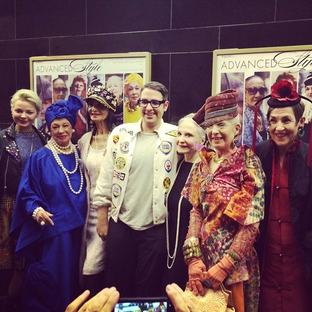 Cohen i jego bohaterki podczas premiery filmu.