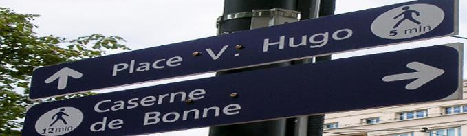 Tablice dla pieszych z wyliczonym czasem marszu, Grenoble