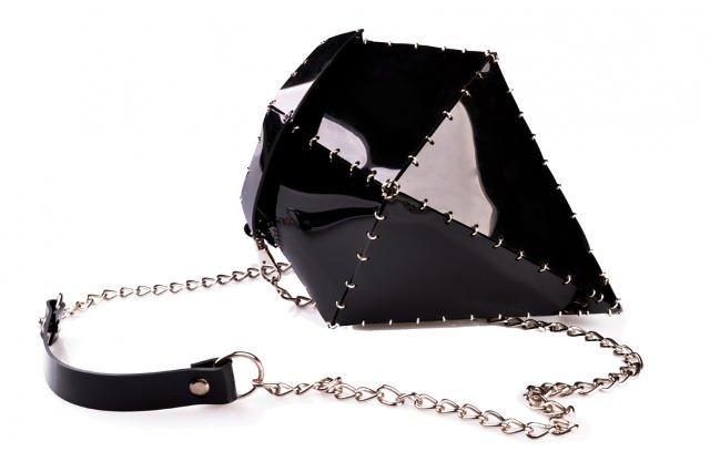 Lubisz się wyróżniać? Wybierz torebkę w kształcie diamentu.