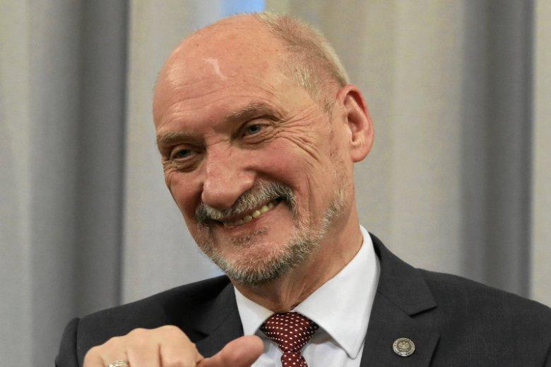 Antoni Macierewicz na antenie Telewizji Trwam ogłosił, co powinno stanąć w miejscu Pałacu Kultury w Warszawie.