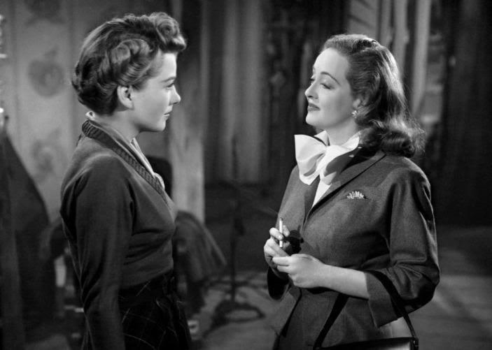 """Znakomity film z 1950 roku """"Wszystko o Ewie"""" z Bette Davies, opowiada o zakulisowej rywalizacji dwóch aktorek."""