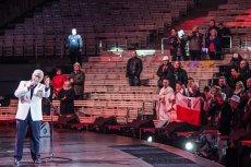 TVP pochwaliła się niesamowitą oglądalnością festiwalu w Opolu. Na zdjęciu – finał koncertu Jana Pietrzaka, podczas którego amfiteatr świecił pustkami.