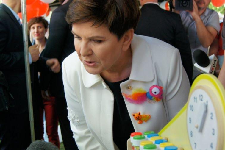 Premier zaskoczyła nowąbroszką.