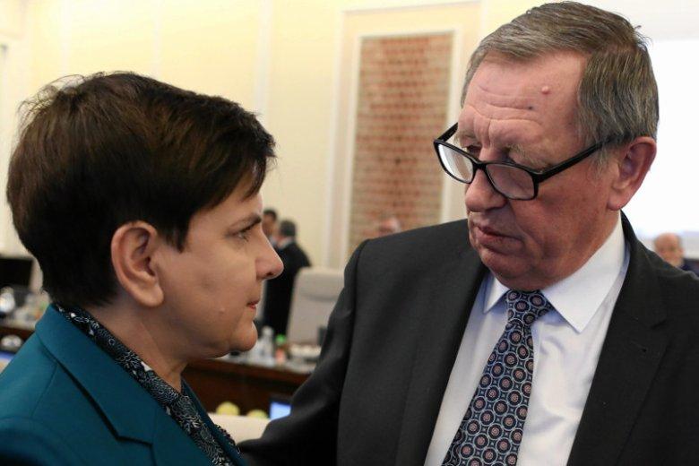 Nie wiadomo do końca, czy miał to być żart, ale wymiana zdań Beaty Szydło z ministrem Szyszką pokazuje niepewność co do przyszłości pani premier.