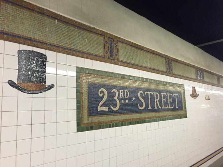 Gdzieś pod 23. ulicą.