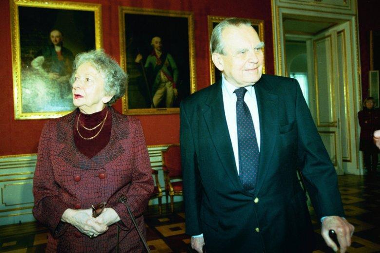 Czesław Miłosz i Wisława Szymborska w Zamku Królewskim, w drodze na spotkanie w ramach Warszawskich Dni Literatury w 1997 roku.
