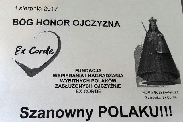 Takie ulotki rozdawał Piotr Żakowicz w Warszawie, zachęcając do wpłat na konto fundacji, zamierzającej ofiarować pałacyk prezesowi PiS.
