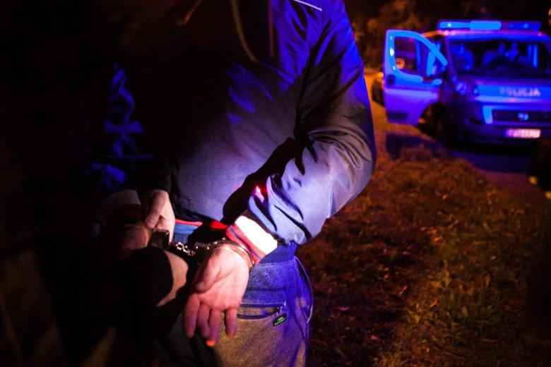 Policja zatrzymała 85-letniego sprawcę dewastacji kawiarni Brunet Kafe w Warszawie. Zdjęcie stanowi jedynie ilustrację do tekstu.