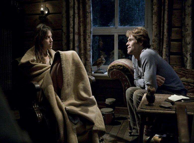 """W filmie Larsa von Triera """"Antychryst"""" (2009) w pewnym momencie trudno ocenić, czy główna bohaterka rzeczywiście zwariowała czy usiłuje jej to wmówić mąż, z zawodu psychoterapeuta"""
