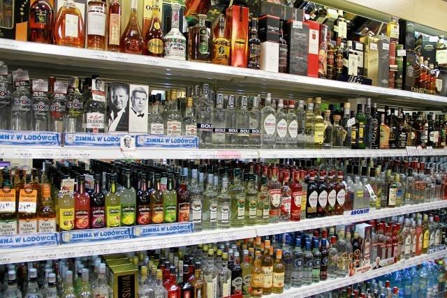 Część senatorów chce, by napoje alkoholowe zniknęły ze stacji benzynowych