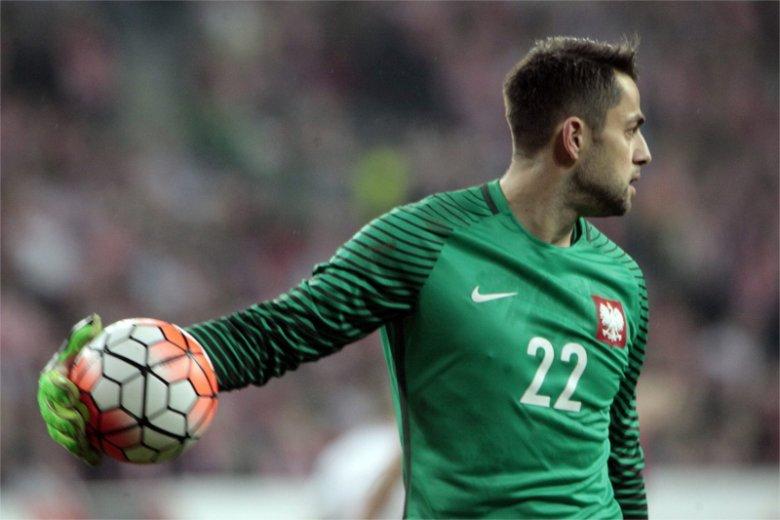 Łukasz Fabiański miał w meczu Polski z Litwą trudne zadanie. Musiał nie tylko bronić bramki, ale także przekrzykiwać spikera na stadionie.