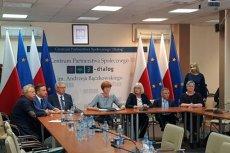 Elżbieta Rafalska podpisała dziś porozumienie z organizacjami działającymi na rzecz osób niepełnosprawnych. Na sali zabrakło tych, którzy protestują w Sejmie.