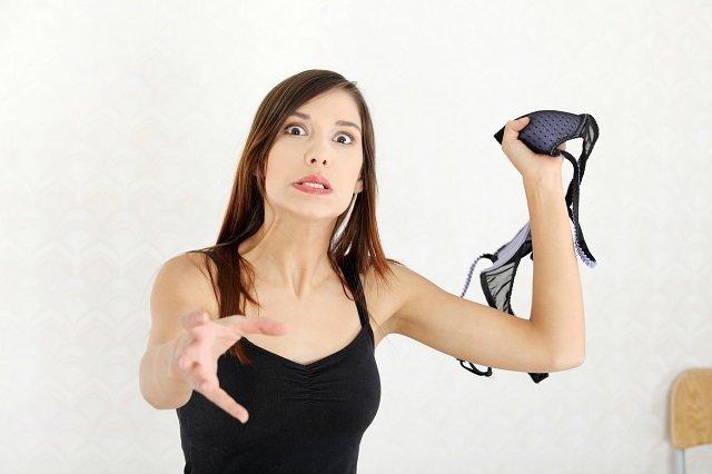 Zmień biustonosz, wciągnij brzuch. O ramiączkach i koszulkach