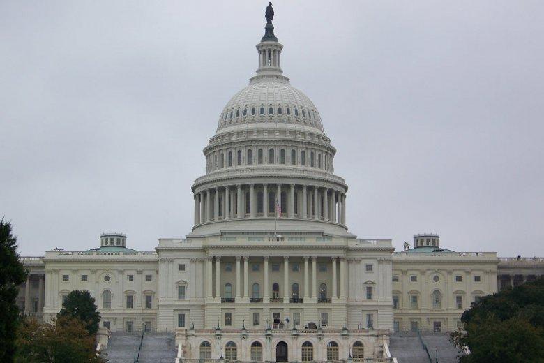 Amerykański Kongres nie doszedł do porozumienia ws. budżetu. Rozpoczął się więc tzw. shutdown, czyli zawieszenie działania większości instytucji rządowych.