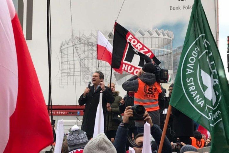 Lider Forza Nuova, Roberto Fiore, przemawiał podczas marszu Niepodległości w 2017 roku. W tym roku go nie było.