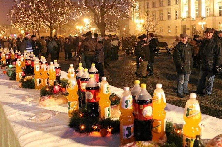 Wigilia w Radomiu, jeszcze zanim wszystkie napoje zniknęły ze stołów.
