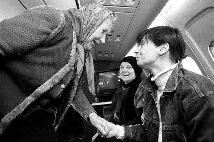 W latach 90-tych Janina Ochojska pomagała też Polakom z Kazachstanu.