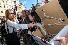 Druciany wieszak jest jednym z najważniejszych elementów protestów przeciwko zaostrzeniu prawa aborcyjnego.