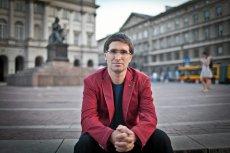 """W książce """"My fajnopolacy"""" filozof Piotr Stankiewicz przygląda się polskiej duszy i dostrzega rysy, które utrudniają nam wszystkim codzienne funkcjonowanie"""