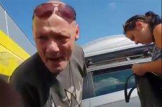 """Ten mężczyzna i jego rodzina stali się """"bohaterami"""" polskiej sieci przez nagranie, które przedstawia ich skrajnie wulgarną reakcję na uwagę o psie zamkniętym w ich VW Passacie."""