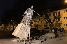 W nocy aktywiści obalili pomnik ks. Henryka Jankowskiego w Gdańsku.