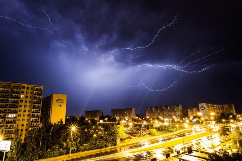 Po tak wysokiej temperaturze w ciągu dnia, można spodziewać się gwałtownych burz.