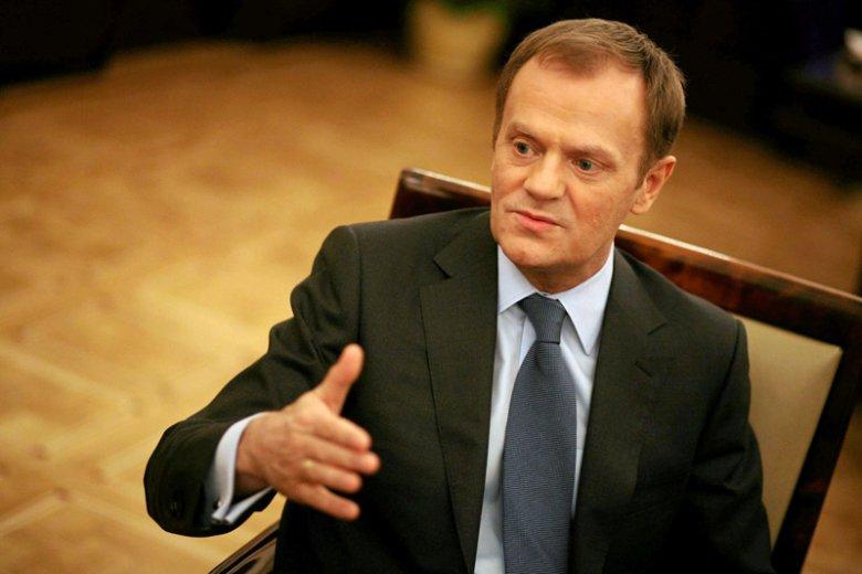 """Nowy przewodniczący Rady Europejskiej i ustępujący premier Donald Tusk był gościem poniedziałkowego programu """"Tomasz Lis na żywo""""."""