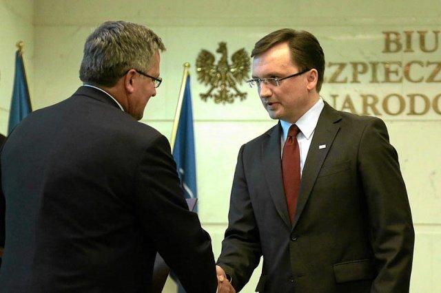 Prezydent Bronisław Komorowski podziela zdanie Zbigniewa Ziobry w sprawie potrzeby wyjaśnienia podejrzeń o zamachu na pokładzie Tu-154M na posiedzeniu Rady Bezpieczeństwa Narodowego