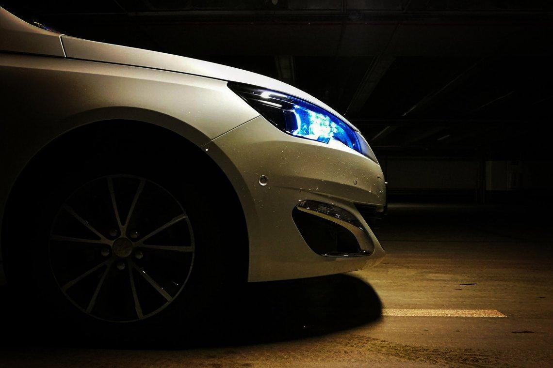 Peugeot 308 – bardzo ładny hatchback z małym nieporozumieniem w środku.