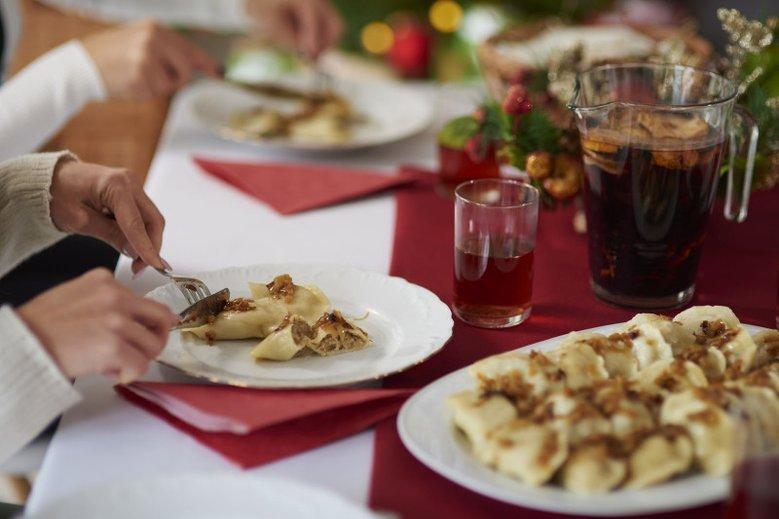 Kilka pierogów babci smakuje tak samo jak trzy talerze tych pierogów. Podczas świąt nie warto przesadzać z jedzeniem.