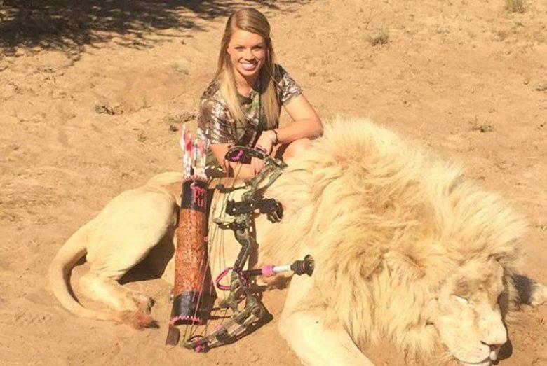 Kendall Jones z upolowanym z łuku lwem