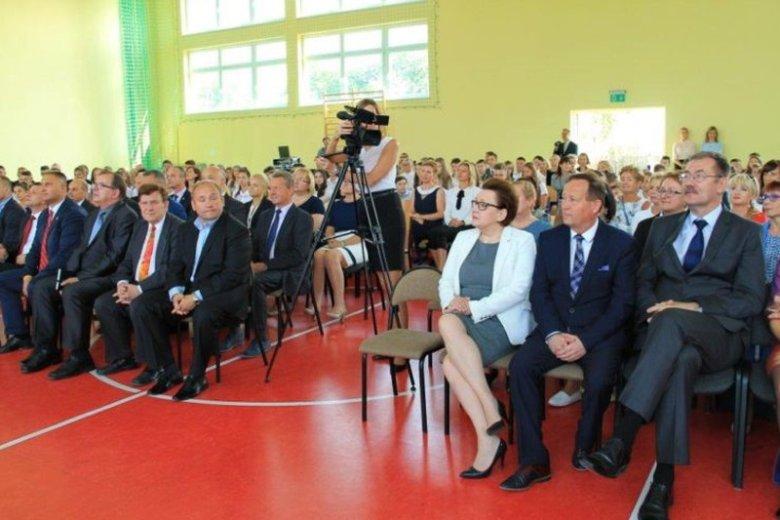 Nowy rok szkolny w Świebodzicach z udziałem minister edukacji Anny Zalewskiej.