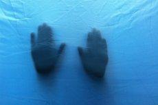 Sprawcy porwania, oślepienia i gwałtu grozi 15 lat więzienia.