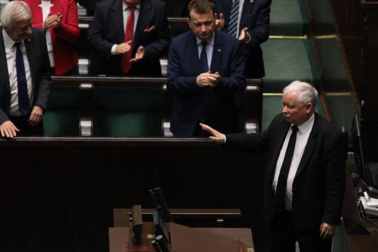 """""""Polszczyzna lepszego sortu"""", """"Patriotyzm językowy"""". Prezes PiS dwa razy powiedział """"wyłanczać"""" i nie dał się poprawić"""