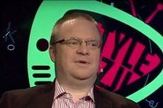 """Łukasz Warzecha miał zostać odsunięty od prowadzenia programu """"W tyle wizji"""". To cena, jaką ma płacić za krytykę innych produkcji TVP i działań PiS."""