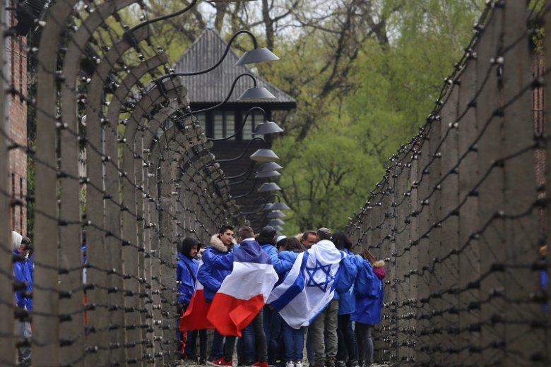 Marsz Żywych w nazistowskim obozie Auschwitz - Birkenau